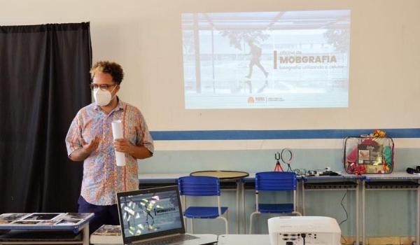 A DIRETORIA DE COMUNICAÇÃO EM PARCERIA COM A SECRETARIA DE EDUCAÇÃO REALIZARAM A PRIMEIRA OFICINA DE MOBGRAFIA